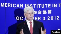 3일 타이완 수도 타이페이에서 미국의 비자면제프로그램에 대해 설명하는 크리스토퍼 마루트 미대만협회(AIT) 회장. 미대만협회는 미국의 대만 주재 대사관 역할을 하고 있다.