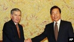 1995년 헝가리 기알라 호른 총리(왼쪽)와 한국 김영삼 대통령의 정상회담. 양국은 1989년 정식 수교 관계를 맺었다. (자료사진)