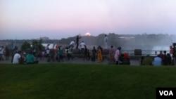 نیاگرا پارک میں سیاحوں کا ہجوم