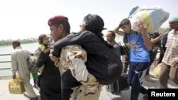Civilians Flee Ramadi