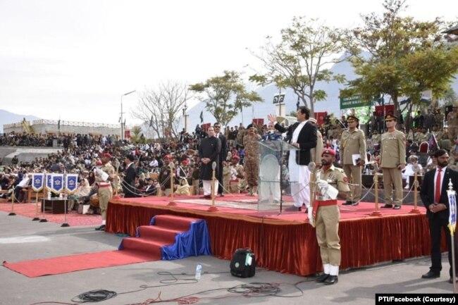 وزیر اعظم عمران خان نے الیکشن سے پہلے گلگت بلتستان کا دورہ کر کے اسے پاکستان کا عبوری صوبہ بنانے کا اعلان کیا۔