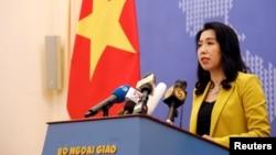 资料照:越南外交部发言人黎氏秋恒2019年7月25日在河内举行的例行记者会上。