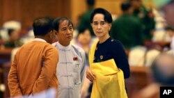Bà Aung San Suu Kyi có thể sẽ không đạt được thỏa thuận với giới quân đội để loại bỏ điều khoản hiến pháp cấm người kết hôn với người nước ngoài hoặc có con là người nước ngoài giữ chức tổng thống.