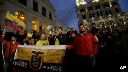 2018年10月31日厄瓜多尔政府外举行抗议。抗议者要求政府取消朱利安·阿桑奇的厄瓜多尔国籍。(资料照)