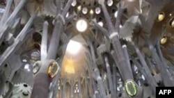 Папа Бенедикт освятил собор в Барселоне