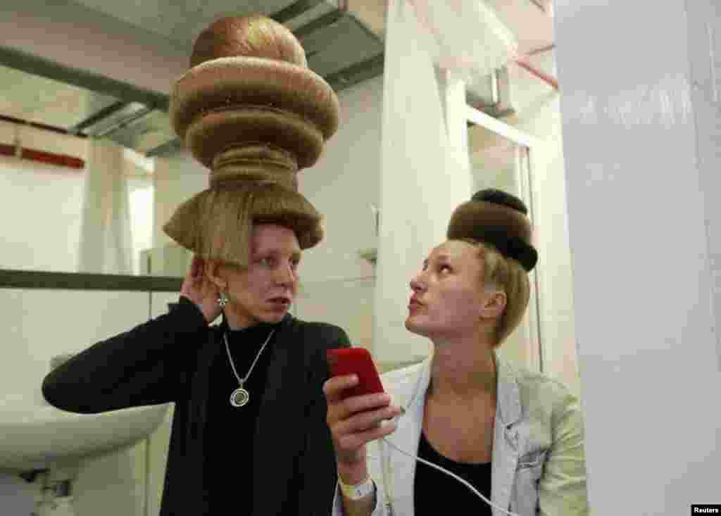 بالوں کی انوکھے انداز سے آرائش