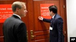 Dua eksekutif Twitter siap memberikan kesaksian tertutup di depan anggota Kongres AS di Washington DC, 28 September lalu (foto: dok).