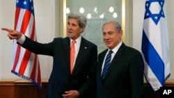 이스라엘을 방문한 존 케리 미국 국무장관(왼쪽)이 23일 예루살렘에서 벤자민 네타냐후 이스라엘 총리와 회담했다.