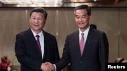 时任香港特首梁振英2017年6月与中国国家主席习近平会见 - 资料照片