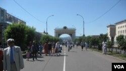 布里亞特首府烏蘭烏德市中心。 (美國之音白樺拍攝)