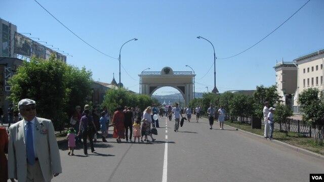 布里亚特首府乌兰乌德市中心。(美国之音白桦拍摄)