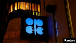 Logo Organisasi Negara-negara Pengekspor Minyak (OPEC) di markas besar OPEC di Wina, Austria, 5 Desember 2018. (Foto: dok).