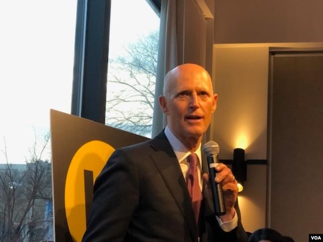 联邦参议员斯科特(Rick Scott)星期一(3月9日) 对香港民主委员会成员发表讲话。