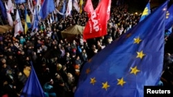 People attend a meeting to support EU integration at European square in Kiev, Ukraine, Nov. 25, 2013.