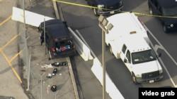 Một chiếc xe SUV màu đen đầy vết đạn, tung vào một rào cản làm bằng xi măng gần Cơ quan An ninh Quốc gia Hoa Kỳ ngày 14/2/2018 (Tiroteo NSA)