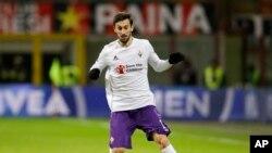 Davide Astori lors d'un match de Serie A entre la Fiorentina et l'AC Milan au stade de San Siro, Italie le 17 janvier 2016