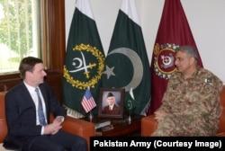 FILE - Pakistan army chief General Qamar Javed Bajwa and U.S. Ambassador David Hale discussed President Trump's Afghan policy, Aug. 23, 2017