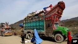 افغان حکومت وایي په تیرو څلورو میاشتو کې له پاکستان څخه تر څلور سوه زرو پورې افغانان خپل وطن ته راستانه شوي دي.