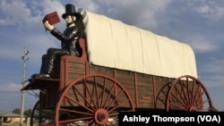 The Railsplitter Covered Wagon statue in Lincoln, Illinois
