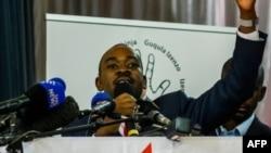 Le président du Mouvement pour le changement démocratique (MDC), Nelson Chamisa, participe au lancement du manifeste de son parti avant les élections législatives du 30 juillet, à Harare, au Zimbabwe, le 7 juin