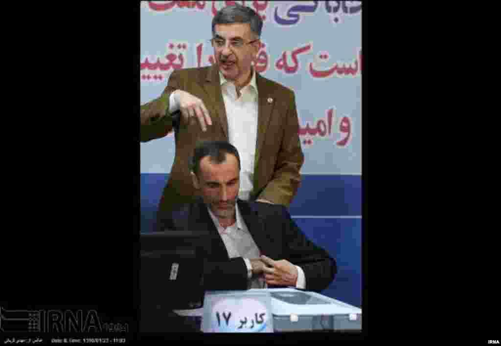 نشانه گرفتن حمید بقایی توسط رحیم مشایی از دید عکاسان پنهان نماند عکس: مهدی قربانی