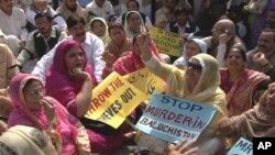 مسلم لیگ (ن) اور اپوزیشن جماعتوں کا ایوان صدر کے باہر احتجاج