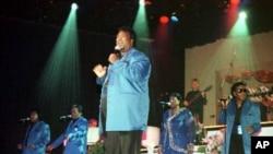 지난 2000년 미국 미주리 주에서 공연 중인 그룹 'The Platters'. (자료사진)