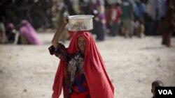 África y Asia han sufrido de crisis de comida a raíz, en parte, de los altos precios del combustible y el cambio climático.