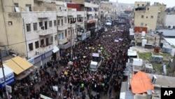 Hàng nghìn người Jordan đổ ra đường để lên án tạp chí châm biếm Charlie Hebdo, ở Amman, 16/1/2015.
