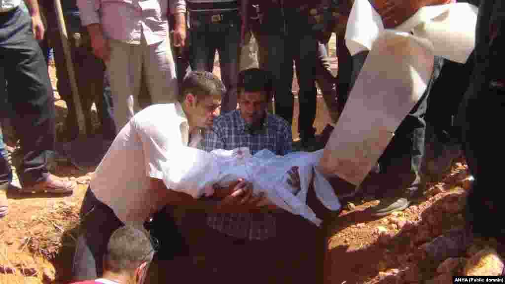 شامی بچے ایلان کردی کی تدفین شام کے شہر کوبانی میں کر دی گئی ہے۔