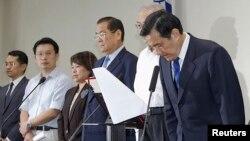 國民黨主席馬英九為國民黨在九合一選舉中失利鞠躬致歉 (2014年11月29日)