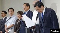 國民黨主席馬英九﹐為國民黨在九合一選舉中失利鞠躬致歉 (2014年11月29日)