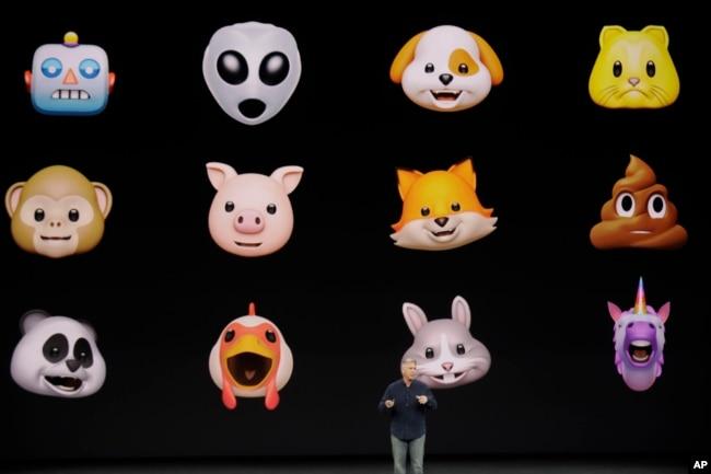 El vicepresidente senior de mercadeo global de Apple, Phil Schiller, anuncia los animojis del nuevo iPhone X. Sept. 12, 2017