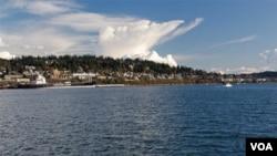 """美國西北華盛頓州8萬人口的小城貝林漢姆(Bellingham)依山傍海,用""""風景優美"""" 來描述只能說評判者給分太吝嗇。貝林漢姆也是終年不封凍的天然良港,其海岸線 無需疏通即可接納排水量20萬噸以上的海岬型貨輪"""