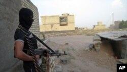 Chiến binh của nhóm Quốc gia Hồi Giáo Iraq và vùng Levant ISIL hiện đang kiểm soát hai thị trấn Rutba và Anah.