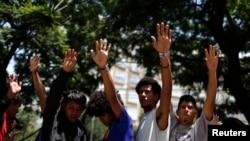 Migrants du Mexique et d'Amérique centrale prient après avoir mis fin à leur grève de la faim pour réclamer une réforme des lois américaines sur l'immigration, le 19 août 2014.