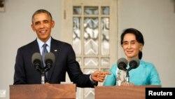 Bà Aung San Suu Kyi và Tổng thống Barack Obama trong một cuộc họp báo chung ở Yangon, Myanmar, ngày 14/11/2014.