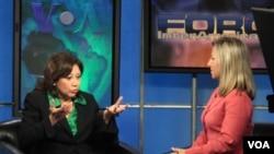 La secretaria de Trabajo, Hilda L. Solis, durante una entrevista en Foro Interamericano con Patricia Dalmasay.