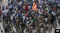 Aksi demonstrasi pengikut kelompok Dalit di Mumbai, Rabu (3/1).