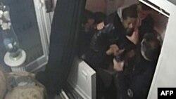 La scène de tabassage de Michel Zecler par quatre policiers à Paris, le 27 novembre 2020.