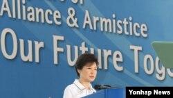 27일 '유엔군 참전·정전 60주년 기념식'에서 축사를 하는 한국의 박근혜 대통령