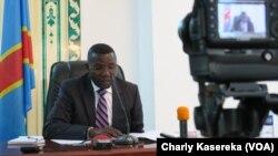 Le gouverneur du Nord-Kivu, Julien Paluku, dans son bureau à Goma, 20 mai 2017. (VOA/Charly Kasereka)