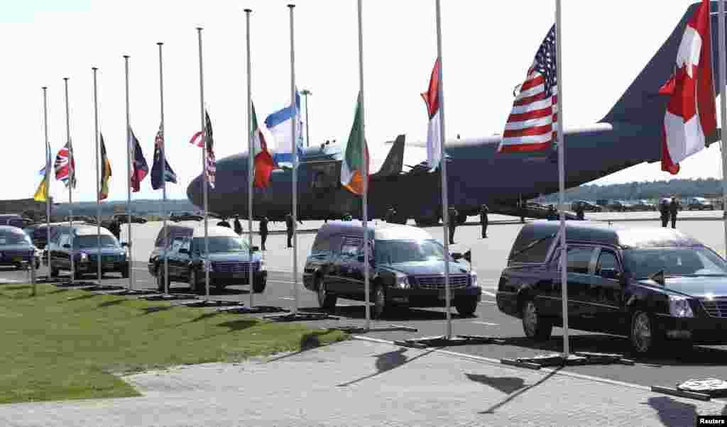 MH17 թռիչքի զիոհերի դիակներն ուղարկվել են Նիդերլանդներ