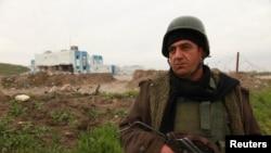 កងកម្លាំងរបស់ក្រុម Kurd ដើរល្បាតនៅក្នុងតំបន់ Zumar ក្នុងខេត្ត Nineveh នៅក្បែរភ្នំ Sinjar កាលពីថ្ងៃទី១៨ ខែធ្នូ ឆ្នាំ២០១៤។