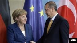 Başbakan Erdoğan, bazı Alman vakıfların CHP ve BDP'li belediyeler üzerinden PKK'ya para aktardığını öne sürmüştü