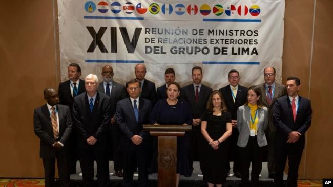 La canciller guatemalteca Sandra Jovel lee el comunicado en conjunto del Grupo de Lima. Ciudad de Guatemala. Junio 6, 2019.