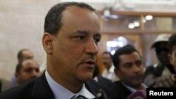 Utusan PBB yang mengawasi pembicaraan perdamaian di Yaman, Ismail Ould Cheikh Ahmed memberikan keterangan kepada media di ibukota Yaman, Sana'a (foto: dok).