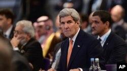 克里国务卿出席伦敦叙利亚问题会议(资料照片)