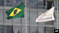"""Argentina, Brasil, Paraguay y Uruguay decidieron el 1 de diciembre el """"cese del ejercicio de los derechos inherentes"""" de Venezuela """"a la condición de Estado Parte del Mercosur""""."""