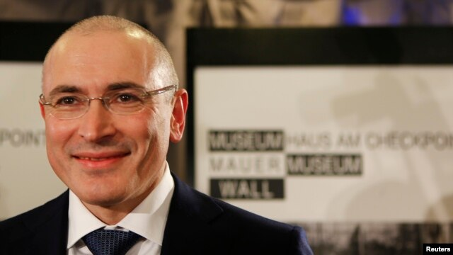 Freed Russian former oil tycoon Mikhail Khodorkovsky arrives for his news conference in the Museum Haus am Checkpoint Charlie in Berlin, Dec. 22, 2013.